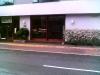 a) MAMPARA DE MADERA Y VIDRIO TEMPLADO PARA RESTAURANTE DE HOTEL
